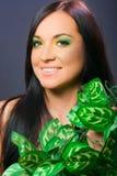ritratto del modello, della donna di bellezza e dei fiori femminili Immagine Stock Libera da Diritti