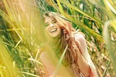 Ritratto del modello di modo Giovane bella donna all'aperto Immagine Stock Libera da Diritti