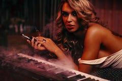 Ritratto del musicista della donna Fotografia Stock