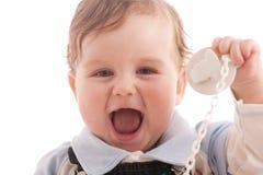 Ritratto del neonato allegro con la tettarella Fotografia Stock Libera da Diritti