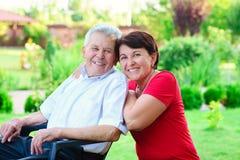 Ritratto del padre anziano felice e dei suoi 50 anni di figlia Fotografia Stock