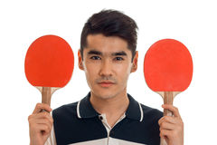Ritratto del ping-pong di pratica del giovane sportivo bello del brunett isolato su fondo bianco Fotografie Stock Libere da Diritti