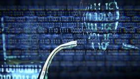 Ritratto del pirata informatico che esamina codice binario e che prova a trovare la chiave stock footage