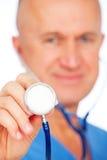 Ritratto del primo piano del medico con lo stetoscopio Fotografie Stock Libere da Diritti