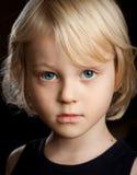 Ritratto del primo piano del ragazzo serio. Immagine Stock Libera da Diritti