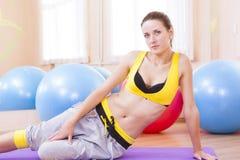 Ritratto del primo piano dell'atleta caucasico femminile In Good Fit Immagini Stock