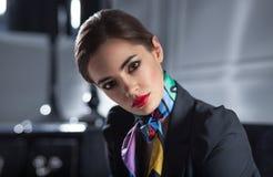 Ritratto del primo piano della donna di affari alla moda attraente fotografia stock