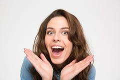 Ritratto del primo piano della giovane donna emozionante felice Fotografia Stock