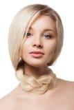 Portrain del primo piano della donna con la treccia sul suo collo Fotografie Stock