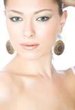 Ritratto del primo piano di bella giovane donna con blu immagini stock libere da diritti