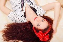 Ritratto del primo piano di bella giovane donna della testarossa Immagini Stock Libere da Diritti