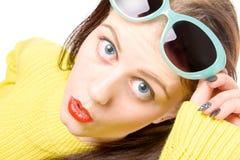 Ritratto del primo piano di bella ragazza sorpresa Fotografie Stock Libere da Diritti
