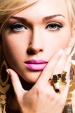 Bello fronte della giovane donna con trucco di modo fotografia stock