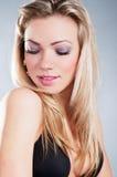Ritratto del primo piano di giovane bella donna Immagine Stock
