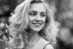 Ritratto del primo piano di giovane ragazza sexy, ridente Fotografia Stock