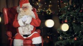 Ritratto del primo piano di Santa Claus 4K video d archivio