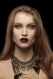 Ritratto del primo piano di una giovane donna gotica con Immagini Stock