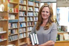 Ritratto del proprietario femminile della libreria Immagini Stock Libere da Diritti