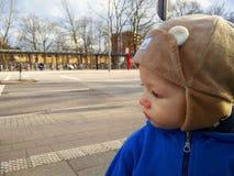 Ritratto del ragazzino all'aperto fotografie stock