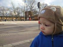 Ritratto del ragazzino all'aperto immagini stock libere da diritti