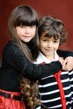 Ritratto del ragazzino e della ragazza alla moda Fotografie Stock