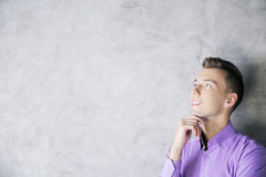 Ritratto del ragazzo in camicia porpora Fotografia Stock Libera da Diritti