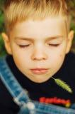 Ritratto del ragazzo di sette anni sorridente Ragazzo di sette anni con Immagine Stock