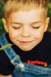 Ritratto del ragazzo di sette anni sorridente Ragazzo di sette anni con Fotografia Stock Libera da Diritti