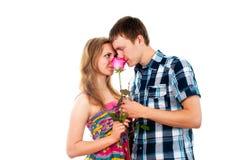 Ritratto del ragazzo e della ragazza nell'amore fotografie stock libere da diritti