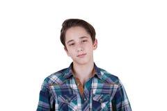 Ritratto del ragazzo teenager attraente che è fotografato in uno studio Isolato su priorità bassa bianca Immagine Stock Libera da Diritti