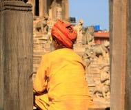 Ritratto del sadhu con i vestiti arancio, Nepal fotografia stock libera da diritti