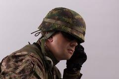 Ritratto del soldato con il casco immagini stock libere da diritti