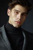 Ritratto del tipo bello con capelli Fotografia Stock