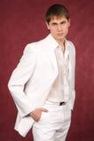 Ritratto del tirante piacevole in vestito bianco Immagini Stock Libere da Diritti