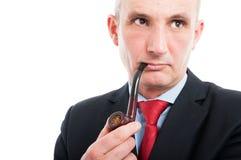 Ritratto del tubo di fumo dell'uomo di affari di medio evo Fotografia Stock Libera da Diritti