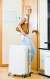 Ritratto del viaggiatore femminile che va al viaggio di festa Fotografie Stock