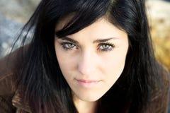 Ritratto dell'adolescente serio della ragazza con i bei occhi Immagine Stock