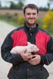 Ritratto dell'agricoltore che lavora nell'azienda agricola Immagini Stock