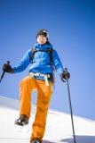 Ritratto dell'alpinista con le montagne nei precedenti Immagini Stock Libere da Diritti