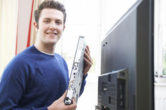 Ritratto dell'attrezzatura di Installing Digital TV dell'ingegnere Fotografie Stock