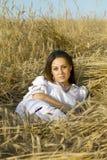 Ritratto dell'giovani donne su un campo Immagini Stock Libere da Diritti