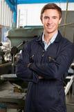 Ritratto dell'ingegnere On Factory Floor fotografia stock libera da diritti
