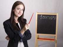 Ritratto dell'insegnante, con un puntatore e un bordo nei precedenti Fotografie Stock Libere da Diritti