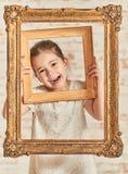 Ritratto dell'interno bambina adorabile del expressve di giovane Fotografie Stock