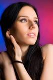 Ritratto dell'offerta della giovane donna Fotografia Stock