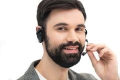 Ritratto dell'operatore di call center sorridente in cuffia avricolare Fotografie Stock