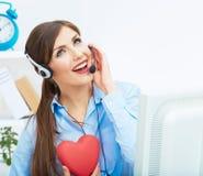 Ritratto dell'operatore sorridente della call center con l'iso della cuffia avricolare del telefono Immagine Stock