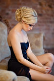 Ritratto dell'ragazze sensuali molto belle bionde con ghiaccio fumoso Fotografie Stock