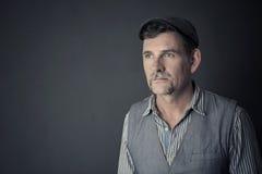 Ritratto dell'uomo alla moda nel suo 50s Fotografie Stock Libere da Diritti