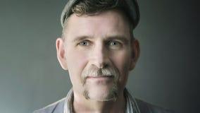 Ritratto dell'uomo alla moda nel suo 50s Fotografia Stock Libera da Diritti